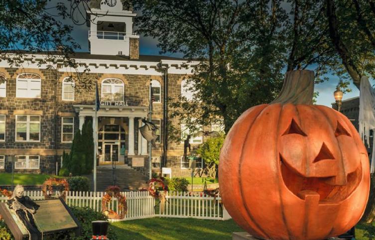 """""""Halloweentown"""" es real y puedes visitarlo cada mes de Octubre"""