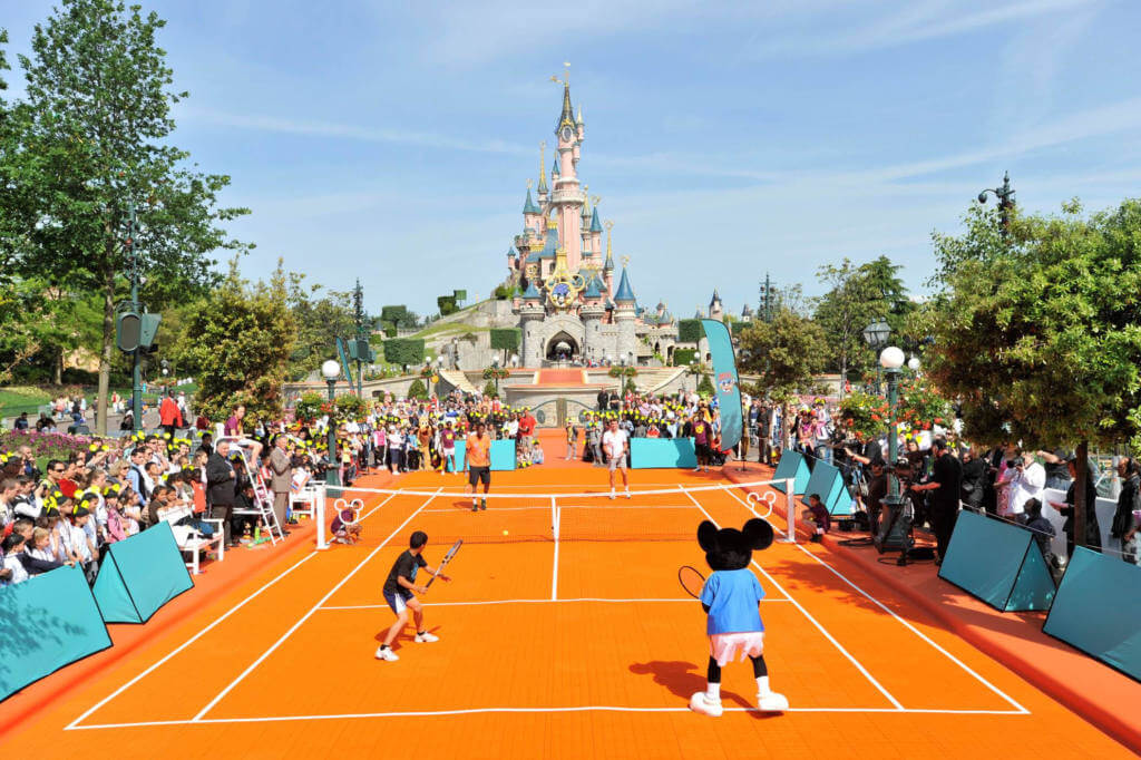 mickey mouse playing tennis disneylandparis