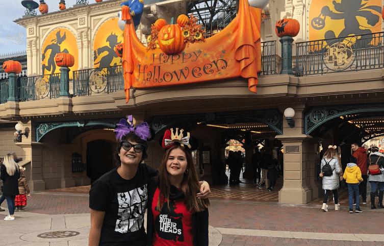 Decoración Halloween a la entrada a Disneyland París - 2018
