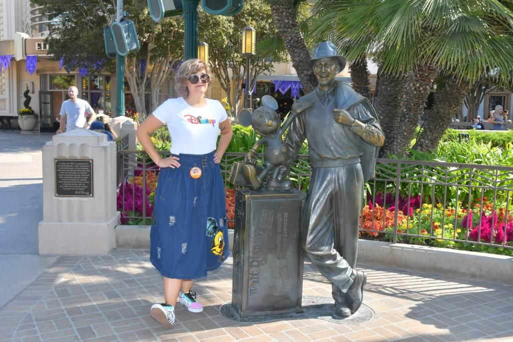 Estatua Walt Disney con Mickey en Disney California Adventure
